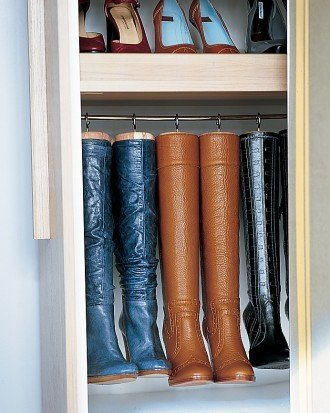 closet-org-ideas-apartment-therap-shoes-boots-hang
