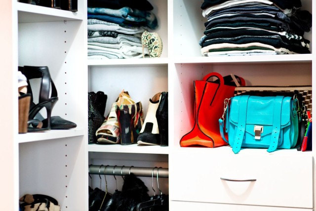 closet-org-shoes-bags-tees-sweaters-via-refinery