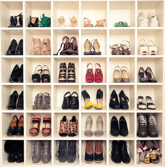 closet-shoe-organizer-via-beacuseimaddicted.net