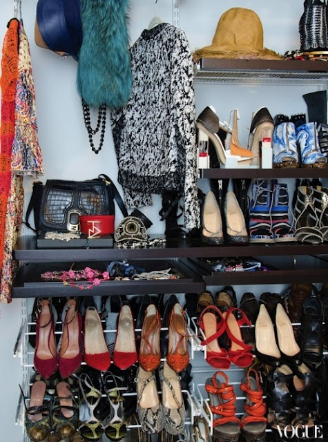 closet-shoes-via-stylebyyellowbutton.com