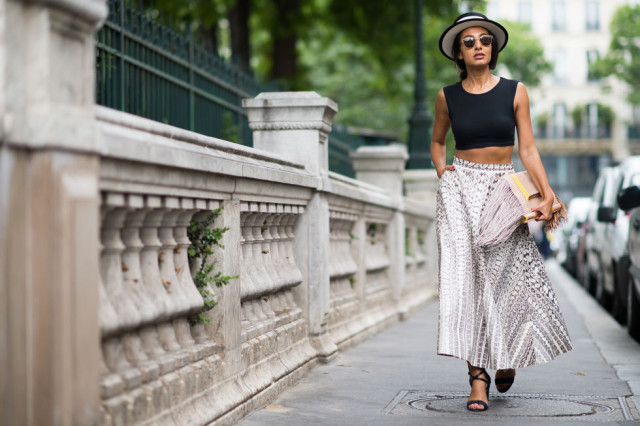 couture-fashion-week-maxi-skirt-crop-top-hat-sandals-bbq-party-summer-party-vineyard-city-via0elle.com