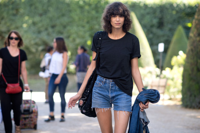 cutoffs-tee-casual-weekend-summer-outfit-model-off-duty-style-paris-couture-fashion-week-street-style-via-elle.com
