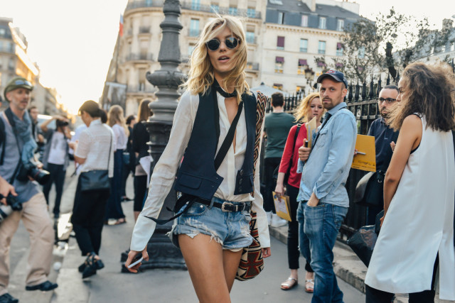 denim-cutoffs-70s-style-model-off-duty-style-fashion-couture-street-style-via-style.com.jpg
