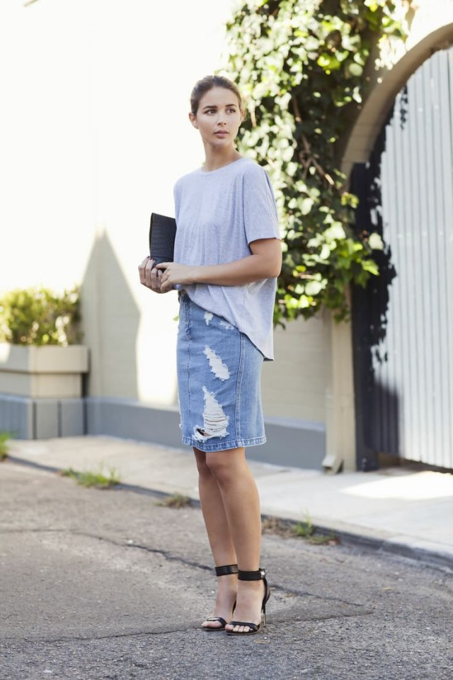 denim-pencil-skirt-oversized-tee-clutch-date-night-summer-outfit-poll-pool-via-harper and harley