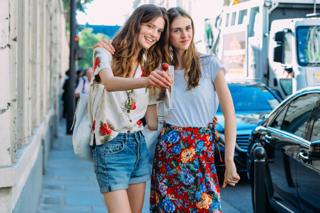 floral-skirt-shirt-model-off-duty-style-fashion-couture-street-style-via-style.com.jpg