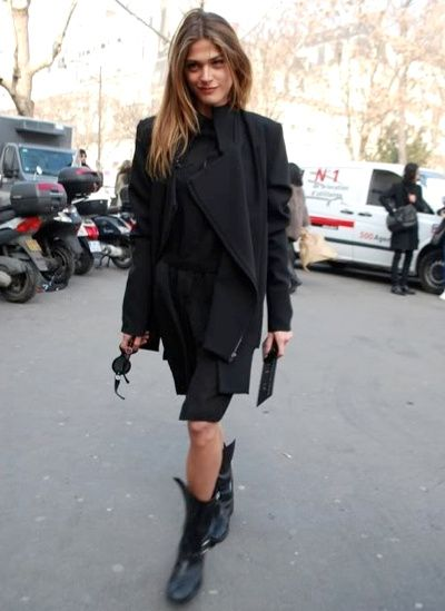 french-style-all-black-moto-boots-via-tendances-de-mode.com