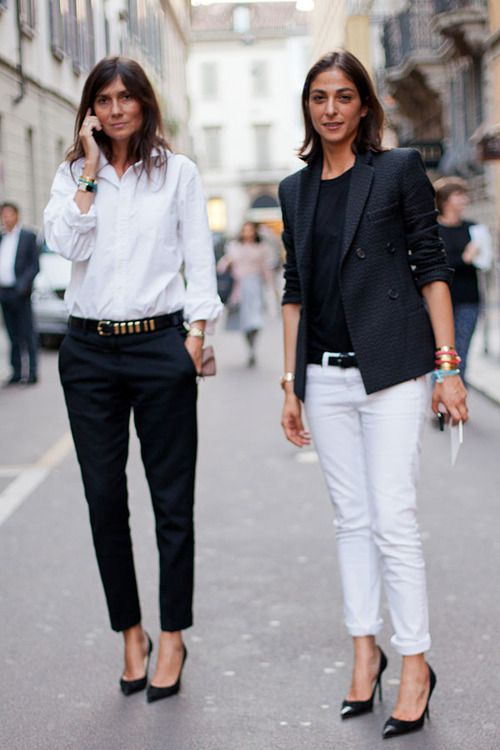 french-style-emmanuelle-alt-black-pumps-white-jeans-black-trousers-via-thatkindofwoman