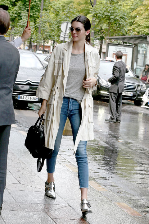 kendall-jenner-duster-coat-trench-rainy-day-outfit-metallic-boots-grey-tee-skinny-jeans-hemmed-jeans-model-off-duty-style-via-getty