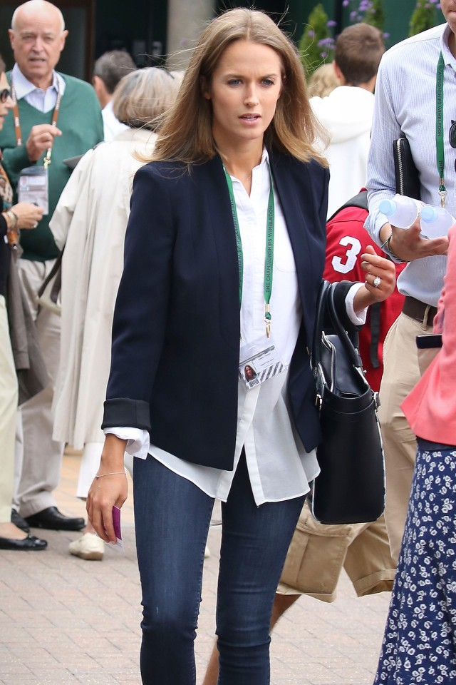kim-muraray-jeans-white-oxford-shirt-navy-blazer-classic-preppy-summer-outfit-wimbledon-fashion-via-gvogue.com