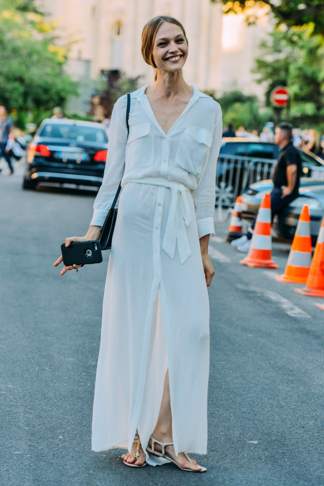 long-white-maxi-dress-lwed-white-dress-model-off-duty-style-summer-work-outfit-fashion-couture-street-style-via-style.com.jpg