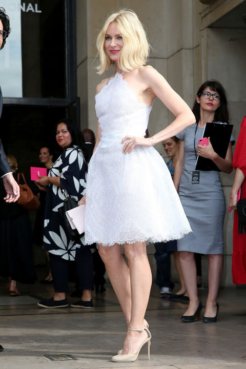 naomi-watts-white-lace-dress-little-whtie-dress-summer-style-paris-couture-fashion-week-via-getty