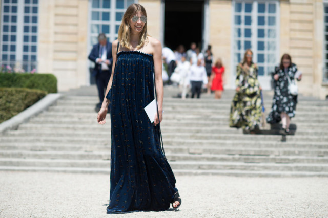 strapless-maxi-dress-party-bbq-mini-bag-sunglasses-paris-couture-fashion-week-street-style-via-elle.com.