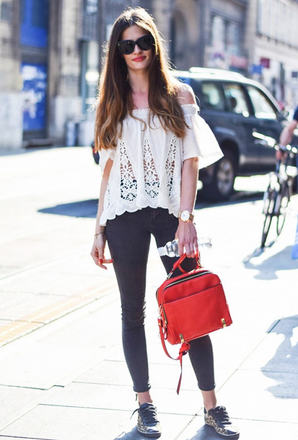 summer-date-night-going-out-outfit-weekend-white-eyelet-off-the-shoulder-shirt-black-skinnies-sneakers-vi-people and style