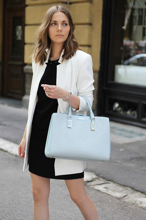 summer-work-outfit-black-shift-dress-lbd-white-blazer-black-and-white-pastel-blue-bag-via-fashion and style