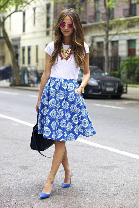 summer-work-outfit-blue-and-white-printed-summer-skirt-white-tee-statement-necklace-sunglasses-via-glamour