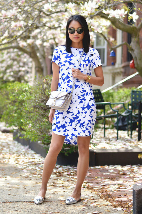 summer-work-outfit-printed-floral-shift-dress-silver-mules-via-lo so fancy