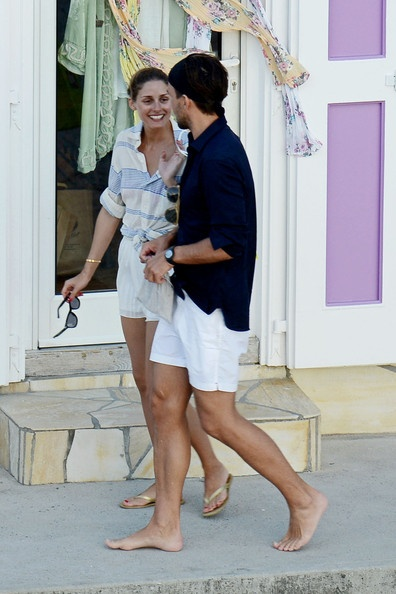 olivia palermo, yacht, sundress, boat, summer vacation, jetsetter style, vacation outfit, boat, sailing, white shorts, flip flops, striped knotted shirt, sighseeing, vacation