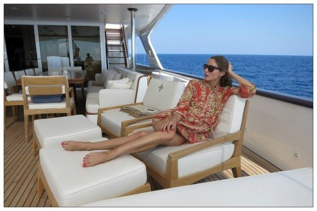olivia palermo, yacht, sundress, boat, summer vacation, jetsetter style, vacation outfit, boat, sailing