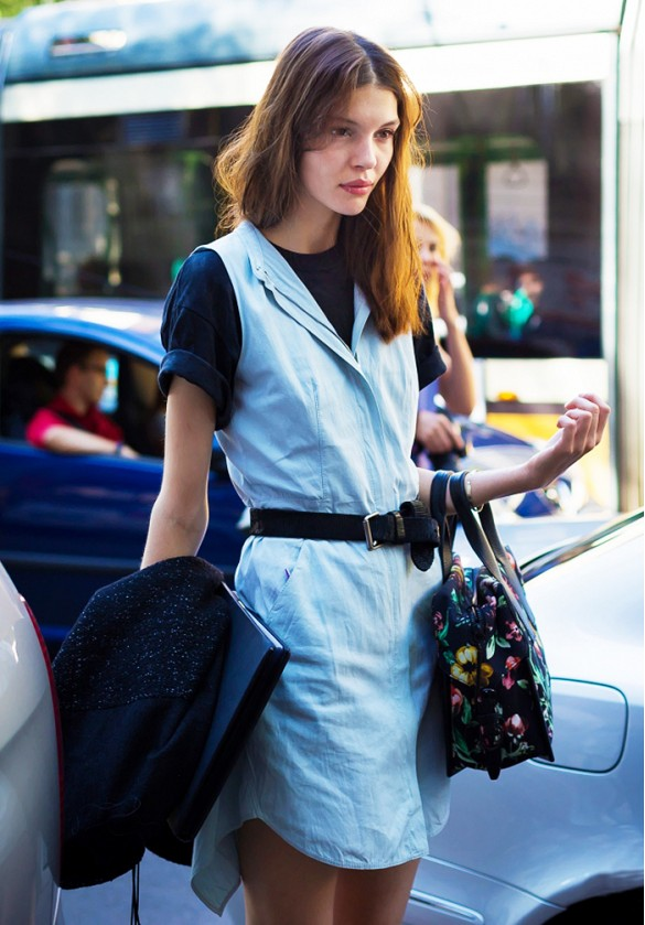 denim-shirt-dress-belted-style-hack-jumper-dress-model-off-duty-style-via-style du monde