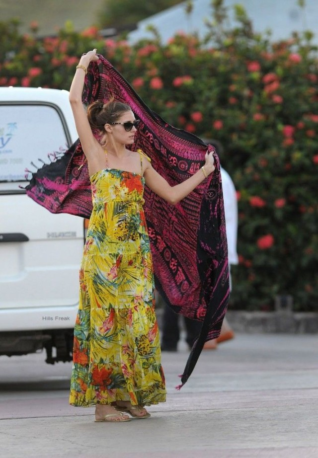 olivia palermo, yacht, sundress, boat, summer vacation, jetsetter style, vacation outfit, boat, sailing, maxi dress, summer jetsetter vacation style