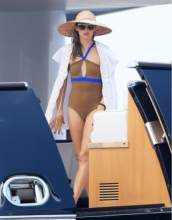 olivia palermo, summer vacation, yacht, straw hat, sunglasses, coverup, cover up, one piece swimsuit, cutout swimsuit