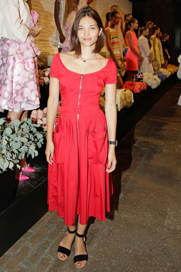 maria duenas jacobs, red dress, pockets exposed zipper, midi dress, fall dress, block heel sandals, fall rehearsal dinner work outfit