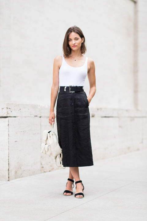 blac midi skirt-belt-blac and white-black simple sandals-white backpack-maria duenas jacobs-via-elle.com