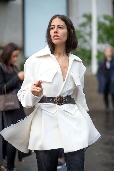 black and white belted jacket whtie jacket frayed white blazer hbz-street-style-paris-fashion week pfw-fall fashion