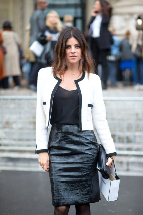 black and white black piping contrast black leather pencil skirt durex fall work outfit julia restoin roitfeld hbz-street-style-paris-fashion week pfw-fall fashion