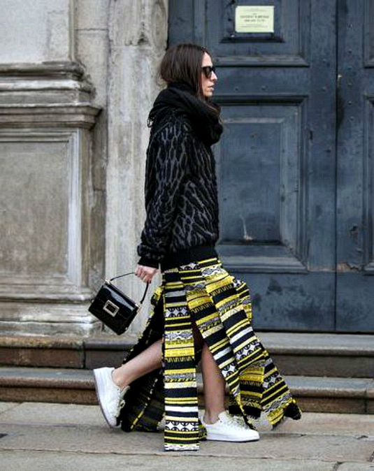 carwash pleats, fall winter outfit, maxi skirt, sweatshirt, textured sweatshirt, prints, scarf