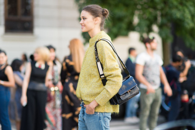 chunky knit-cozy knit-milan fashion week street style-via elle.com