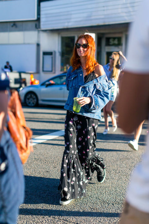 denim-jacket-printed-maxi-dress-sneakers-and-dresses-fall-florals-taylor-tomassi-hill-nyfw-street-style-fall-outfits-hbz