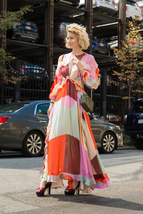fall colors-printed maxi dress-boho prints-colorblocking-fall dress-fall maxi dress- fall wedding party occasion-platform sandals platforms-nyfw street style-via cosmo