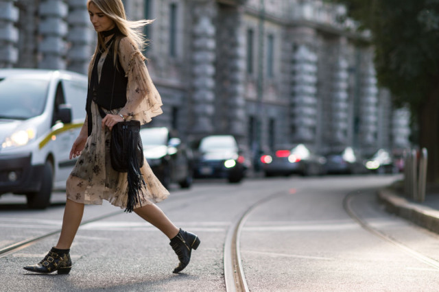 fall dresses prints boho dress-chelsea boots-buckles-fringe bag-vest-skinny scarf-milan fashion week elle
