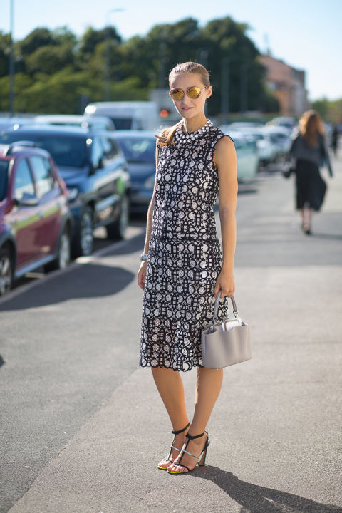 fall midi dress-geometric prints-black and white-milan fashion week street style-via hbz-block snadals heels