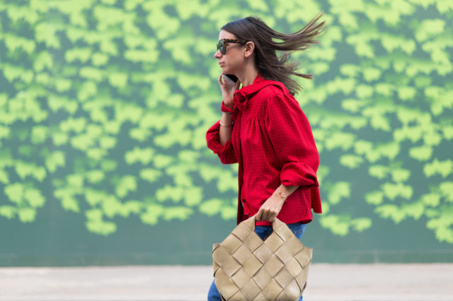 fall outfits-braided bag-peter pan collar-bow blouse-red-lfw street style-elle.com