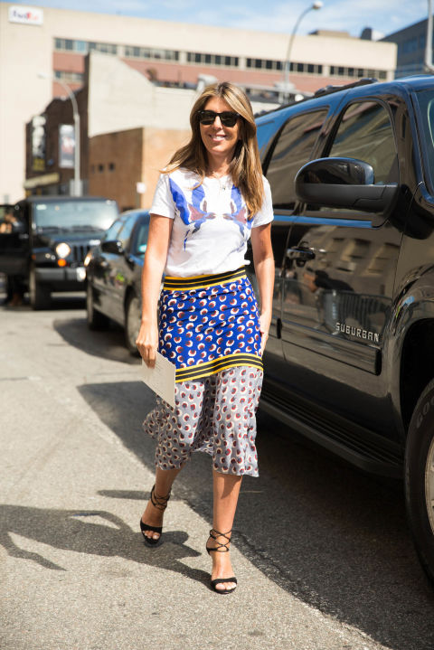 fall patchwork boho prints-graphic tee-summer to fall dressing transitional dressing-fall work outfit-mixed prints-midi skirt-nyfw-cosmo-nina garcia