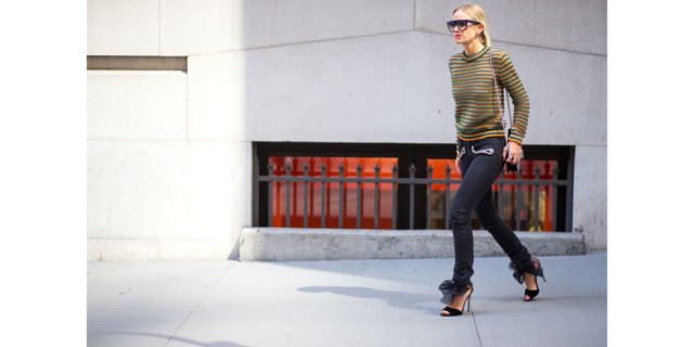 fall weekend going out date night outffit-orange green-bow tie heels-black skinnies-sweater-nyfw-via-hbz
