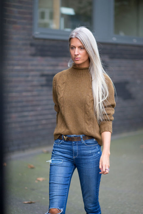 tucked in sweater, flare jeans, belt, turtleneck sweater, mockneck, funnel neck sweater, winter weekend outfits