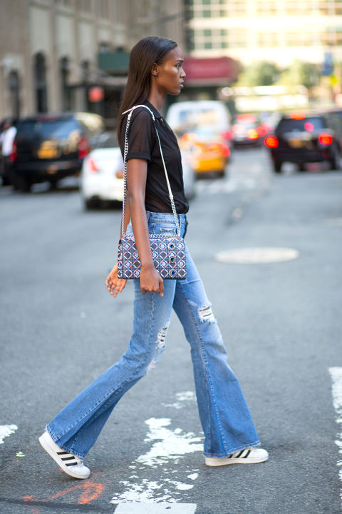 flare-jeans-addidasd sneakers-sheer top--fall weekend date night-geometric purse-maria duenas jacobs-via-elle.com