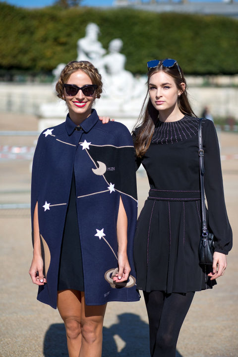 galaxy star sky prints cape navy and black black dress lbd fall dresses fall outfits fall work narley viera newton laura lvoe hbz-street-style-paris-fashion week pfw-fall fashion laura love