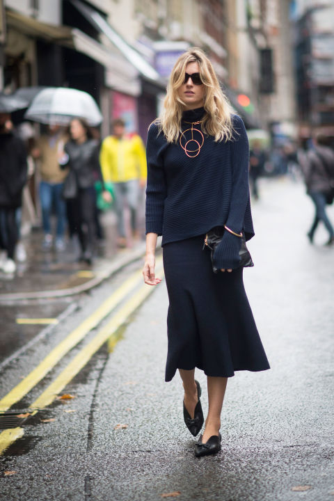 lfw street style fall style  boxy turtleneck sweater peplum flounce midi skirt fall booties statemetn necklace geometric necklace rose gold navy monochromatic