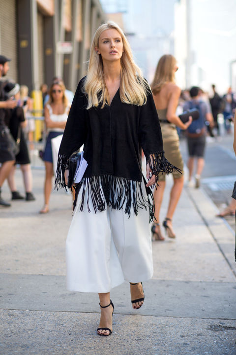 kate davidson, white culottes, fringe top, black and white, boho simple black sandals, fall work outfit, going out party outfit, bump style, nyfw street style ss 2016 via harpersbazaar.com