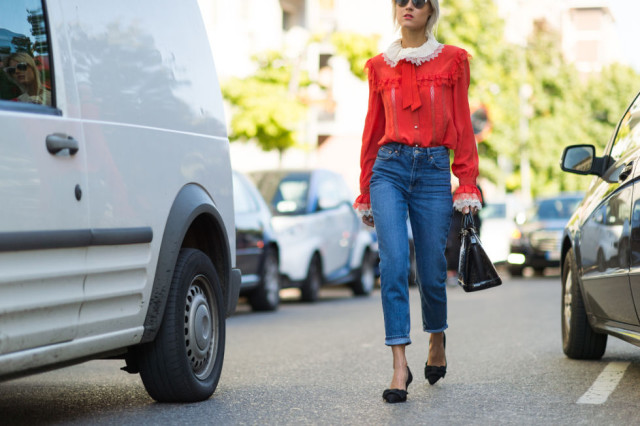 high waisted mom jeans-victorian lace blouse sleeves bell sleeves bow neck blouse bow flats-milan fashion week street style-via elle.com-brunch-work