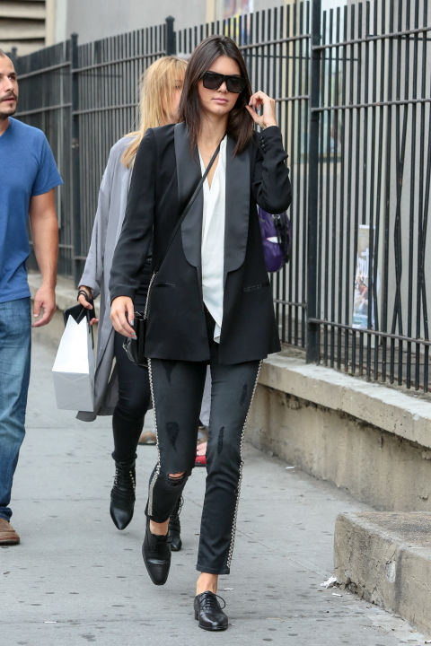 kendall-jenner-fall-tuxedo-blazer-chain-tuxedo-pants-black-oxfords-minimal-model-off-duty-style-fall-via-getty