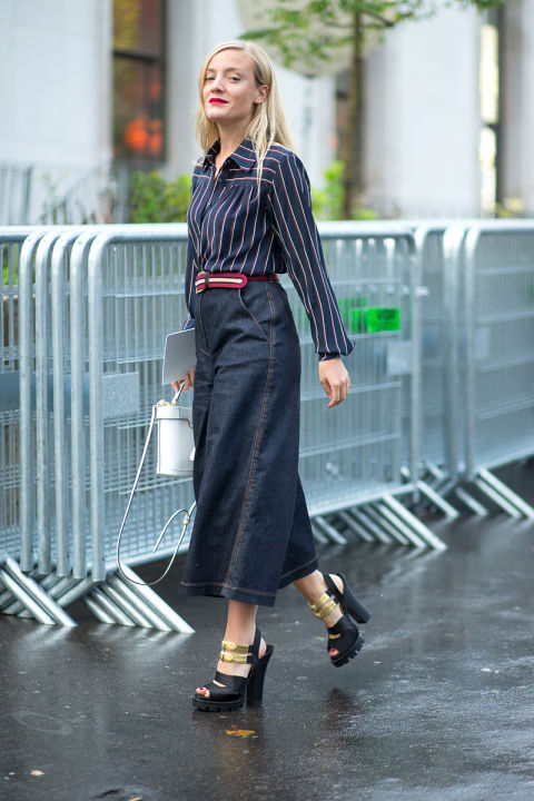 kkate foley-culottes denim culottes platforms gold belted striped blouse oxford white purse fall work outfit-hbz-street-style-paris-fashion week pfw-fall fashion