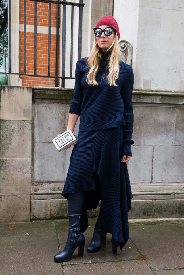 sweaters and skirts, fall winter outfit, all navy, beanie, lfw london fashion week street style-fall otufits-navy-asymmetrical skirt-platform boots-chuky sweater-monochromatic-qurky statement kitchy clutch bag-beanie-sunglasses-