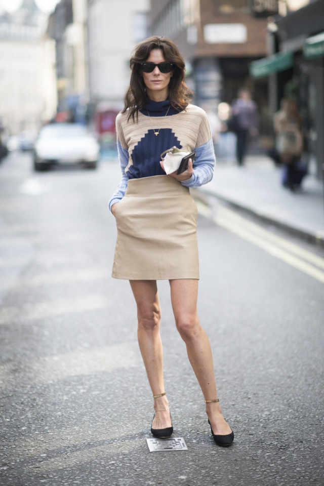 mini skirt-nfall neutrlas-fall sweaters-colorblock-blue-lfw-fall fashion-london fashion week street style