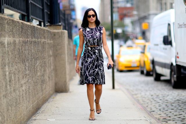 nyfw-fall dresses-abstract print-black and whit-simple black sandals black simple sandals -fall work dress- artsy print-popsugar