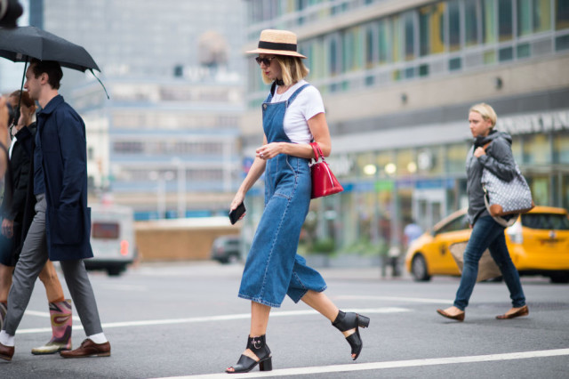 nyfw-fall outfits-via-elle.com-cropped overalls-culotte jumpsuit-hat-sandals